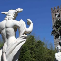 Tuscan statuesa
