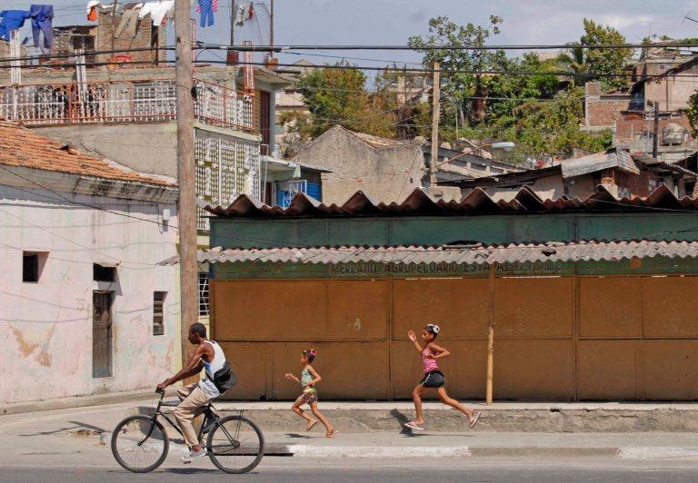 Racing home, Cuba